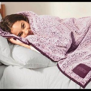 VS Pink Sherpa Fuzzy Blanket NEW!